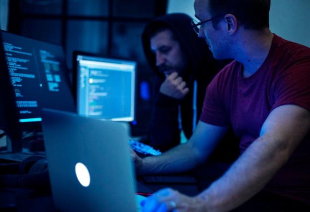PHP vs NodeJs: comparativo das linguagens de desenvolvimento back-end