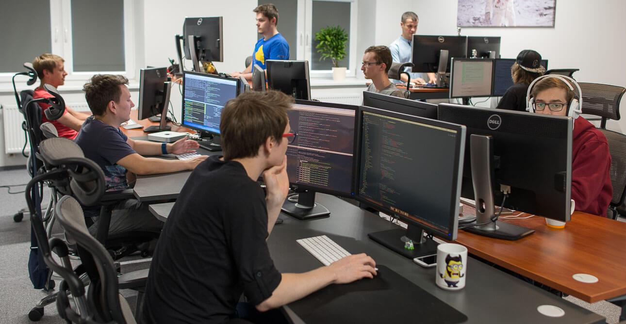 Equipe trabalhando em empresa de tecnologia