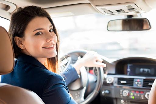 Uber feminino: conheça os melhores apps para motoristas e usuárias